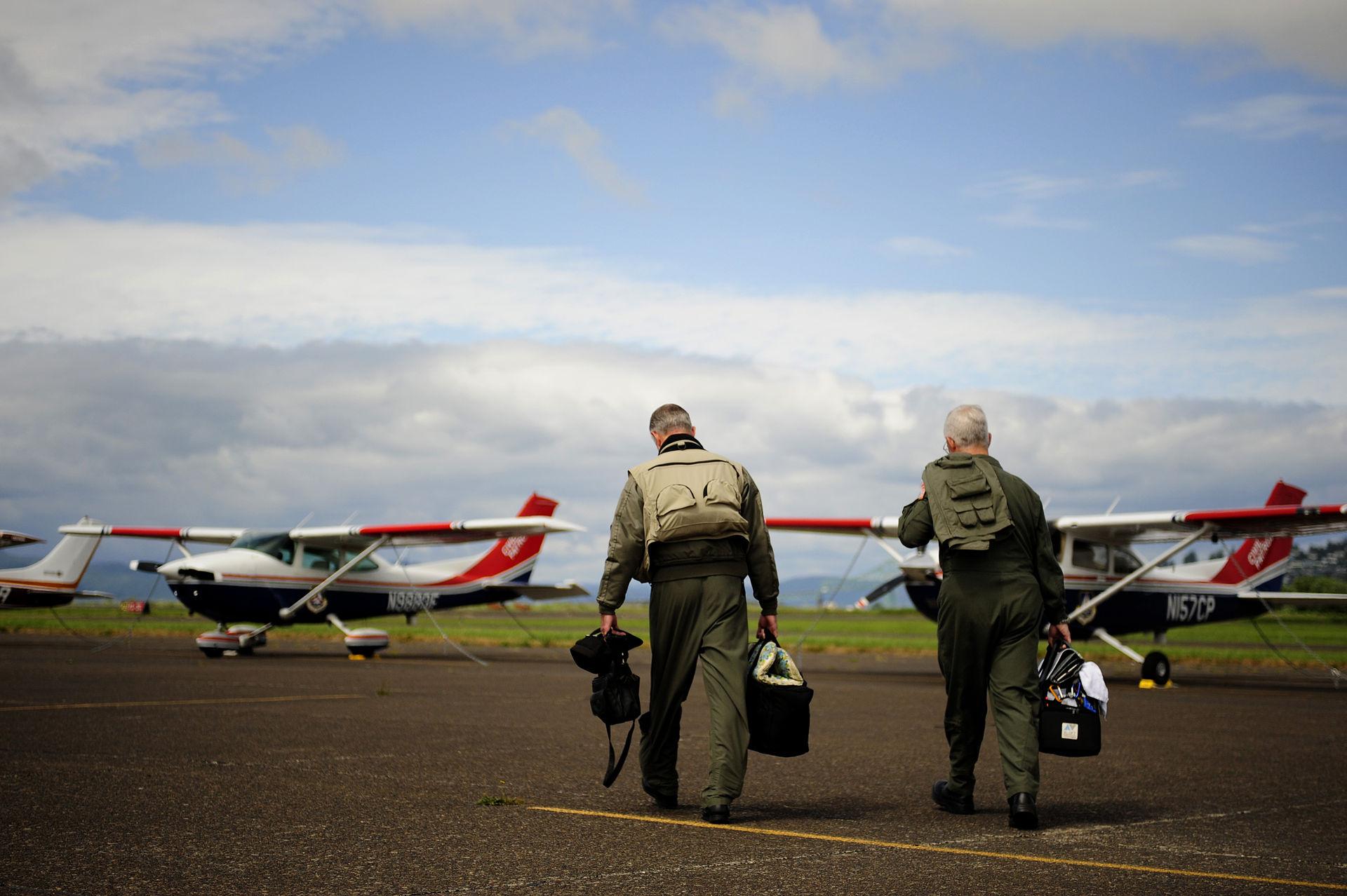 Civil_Air_Patrol_pilots_during_Amalgam_Dart_2009.jpg