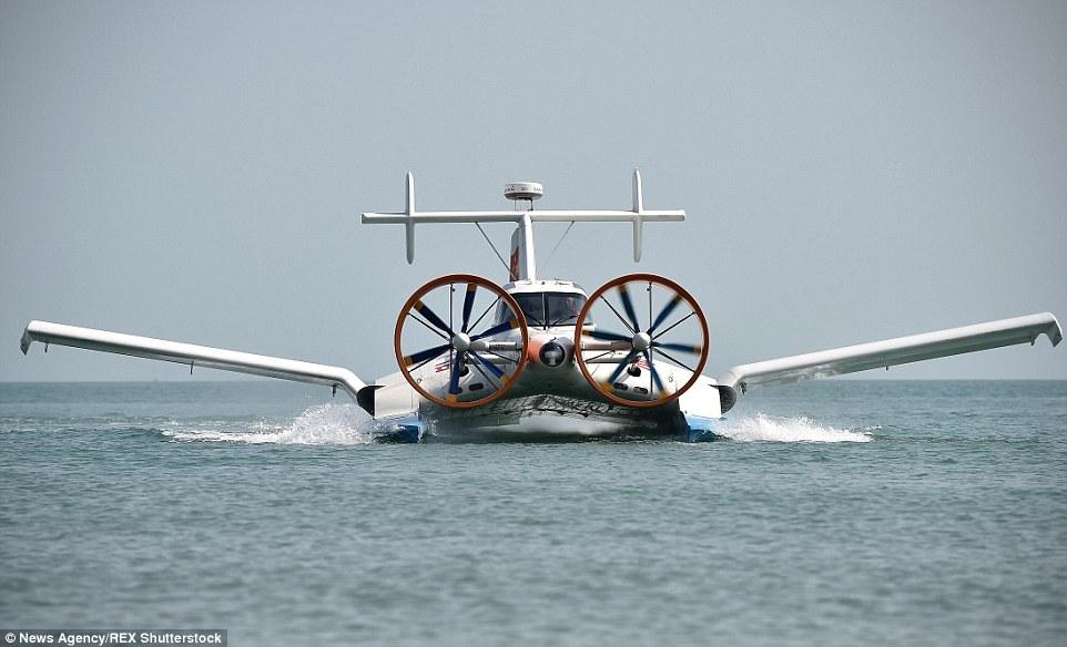 CYG_11_seaplane_front.jpg
