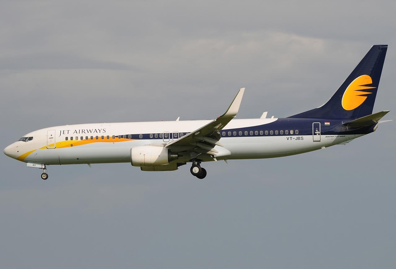 Boeing_737-85R,_Jet_Airways_JP7013193.jpg