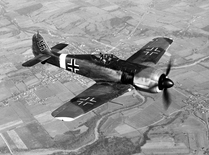 Focke-Wulf_190_in_flight.jpg